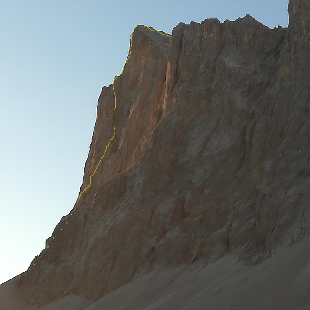 Schweizerpfeiler von Osten mit Routenverlauf